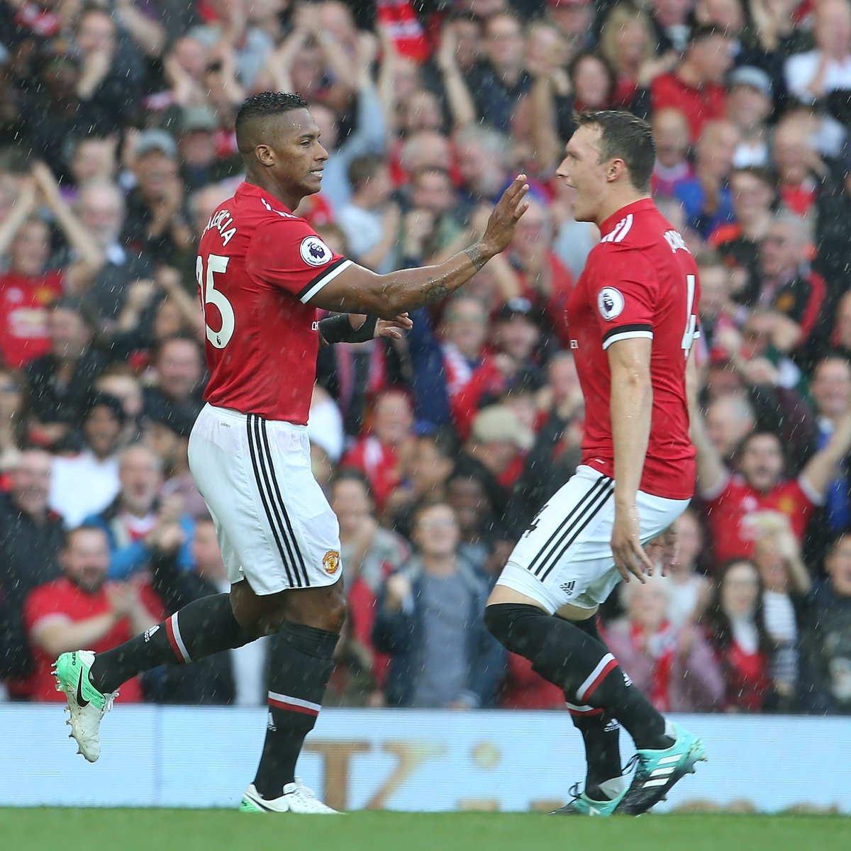 Take a bow, @Anto_V25 😳👏  #MUFC #GoalOfTheDay
