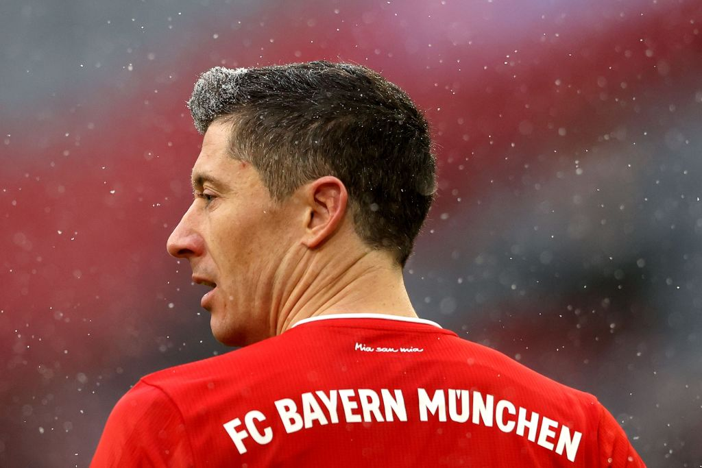 A Bundesliga record 21 goals in 16 games for @lewy_official.   Ice. Cold. ❄️ https://t.co/Wb1YTXWPJU
