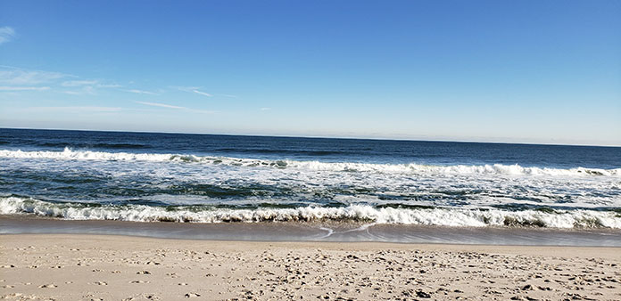 Blue sky over the Jersey Shore. Only 19 weeks left until Memorial Day!! (Photo by Bob Vosseller) #jerseyshore #ocean #beach #waves #sand #oceancounty #tourism #jerseyshoreonline https://t.co/3hXn7GitGm