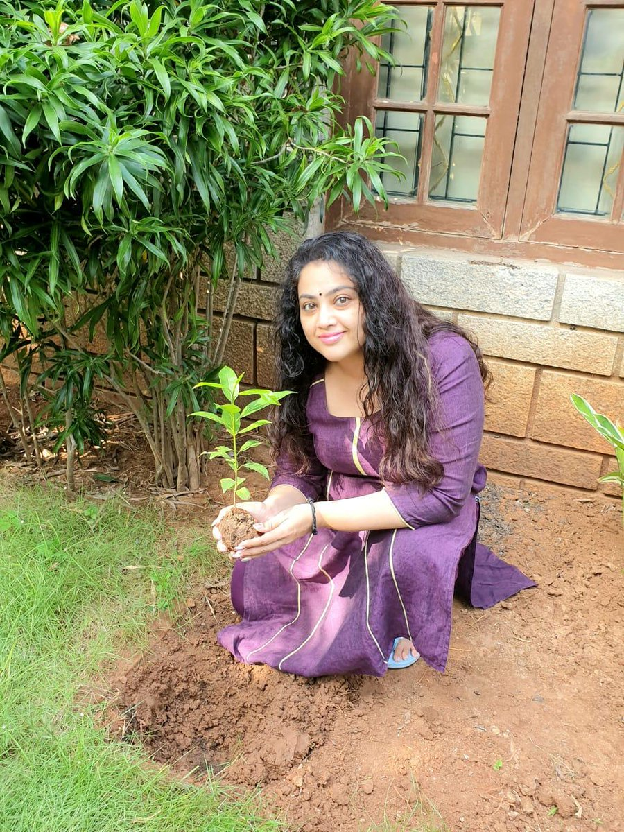 Blockbuster Queen #Meena  accepted #HaraHaiTohBharaHai #GreenindiaChallenge   from @Devi_Nagavalli 👍  Planted 3 saplings. Further She nominated @VenkyMama, @KicchaSudeep, @KeerthyOfficial and @ManjuWarrier4  to plant 3 trees & continue the chain  special thanks to @MPsantoshtrs