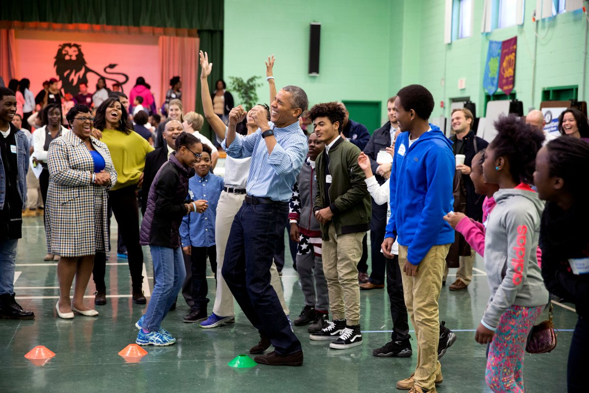 Since before he was inaugurated, @BarackObama has urged people to turn #MLKDay into a day of service—and millions have taken up the call.  📸: Our 2016 Martin Luther King, Jr. Day of Service event at Leckie Elementary School in Washington, D.C.