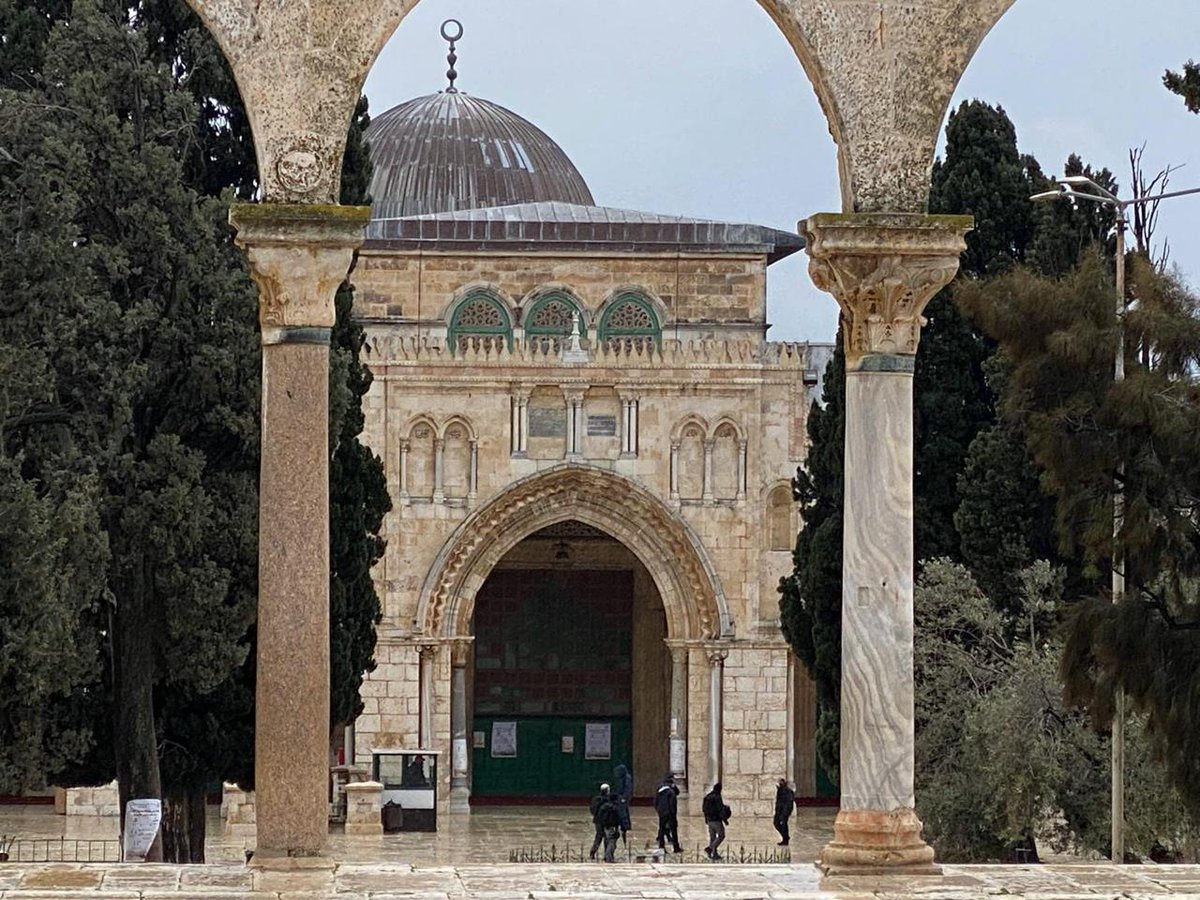 Replying to @SaloomaEssa: 🔺 Settlers storm the courtyards of Al-Aqsa Mosque, today. #Jerusalem ✌️ #Palestine 🇵🇸 #فلسطين #free #photo #COVID19 #architecture #Palrstinian 🕊️ #FreePalestine 🕊️