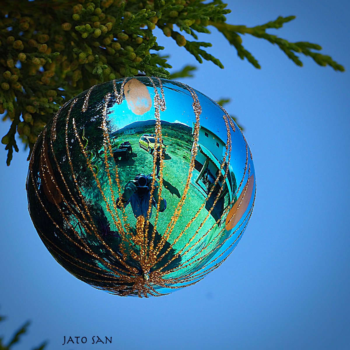 Photo by: José Angel Soto  #spheres #crystals #crystalhealing #crystalsphere #crystal #christmasgift #christmas #xmas #christmasdecor #merrychristmas #handmade #christmasgifts #gift #holidays #navidad #gifts #homedecor #photo #photographer #picoftheday #photographerspuebla