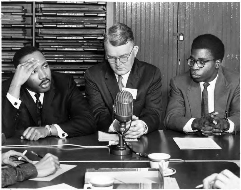 Today we remember the birthday of Dr. Martin Luther King Jr. See #OHIOUniversityArchives photos at https://t.co/cpNIvJZYtn : 1959-60 wtr break @ohiou visit by King to speak at conference  / 1968 Day of Mourning / #MLKDay events. #MLKDay2021 #MLK https://t.co/jdcVD2SvUS
