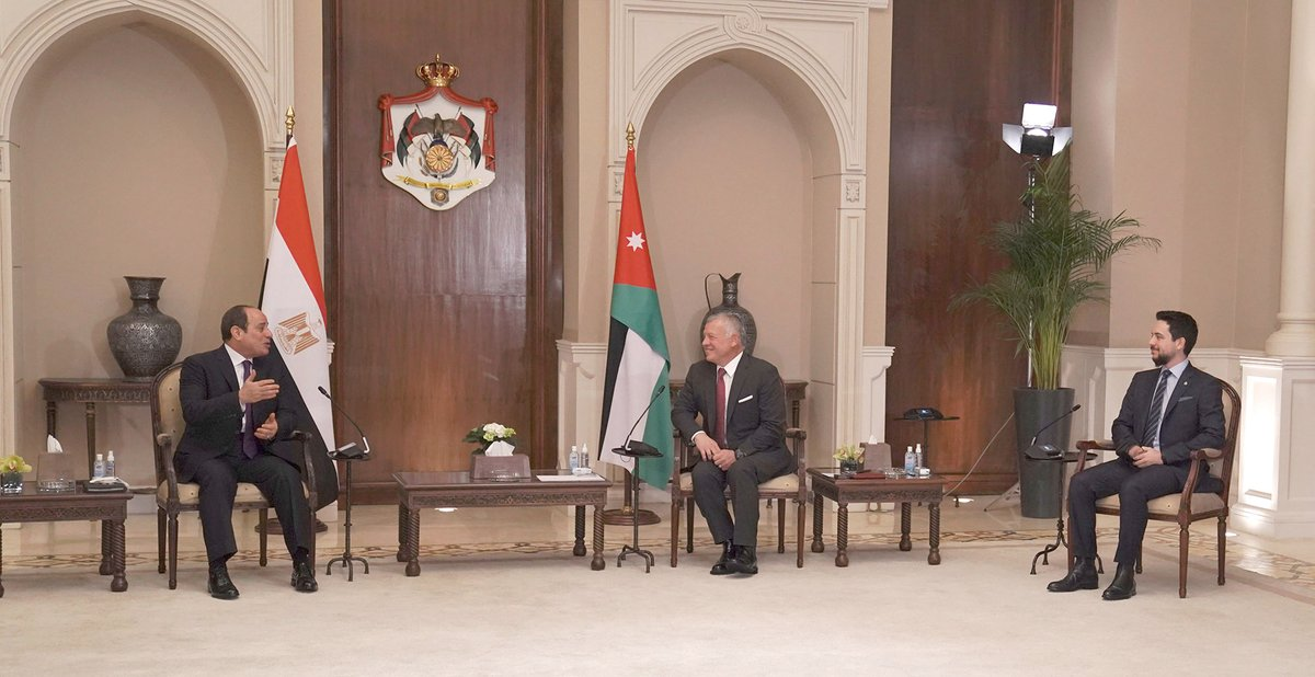 His Majesty King Abdullah II holds talks with #Egypt President Abdel Fattah El Sisi, attended by His Royal Highness Crown Prince Al Hussein, covering the deep-rooted ties and ways to bolster cooperation in service of mutual interests #Jordan