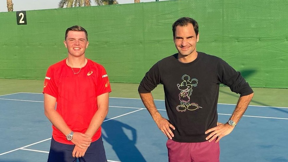 Passing on some Swiss wisdom 🇨🇭  @rogerfederer and Switzerland's rising star Dominic Stricker have been training together in Dubai 👀  #DavisCup | 📸 domistricker (IG)