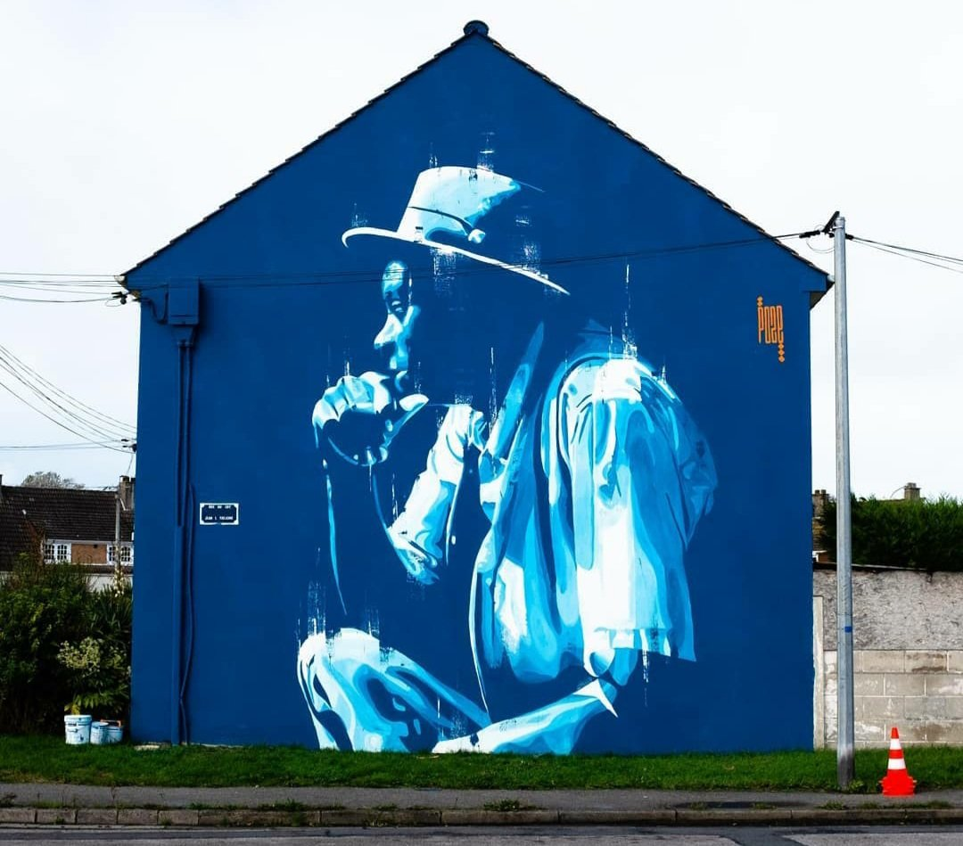 'Last step' by French Yann Chatelin for Jam Graffiti 2020 in Calais, France   #yannchatelin #jamgraffiticalais #calais #calaisstreetart #streetart #lamolinastreetart   📷 via Insta artist |