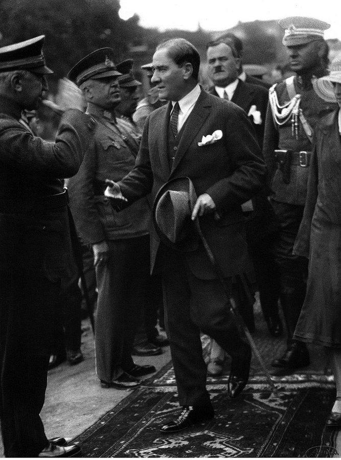"""#TarihteBugün #AtatürkDiyorKi;  """"Bütün millet emin ve müsterih olsun ki, inkılâbı yapanlar menfi kuvvetleri çıktığı noktalarda imha edecek kudret ve kabiliyet ve tedbire sahiptirler.""""  18 Ocak 1923 - İzmit  #MustafaKemal #Atatürk #GününSözü #TarihteBugun #GununSozu #Ataturk"""