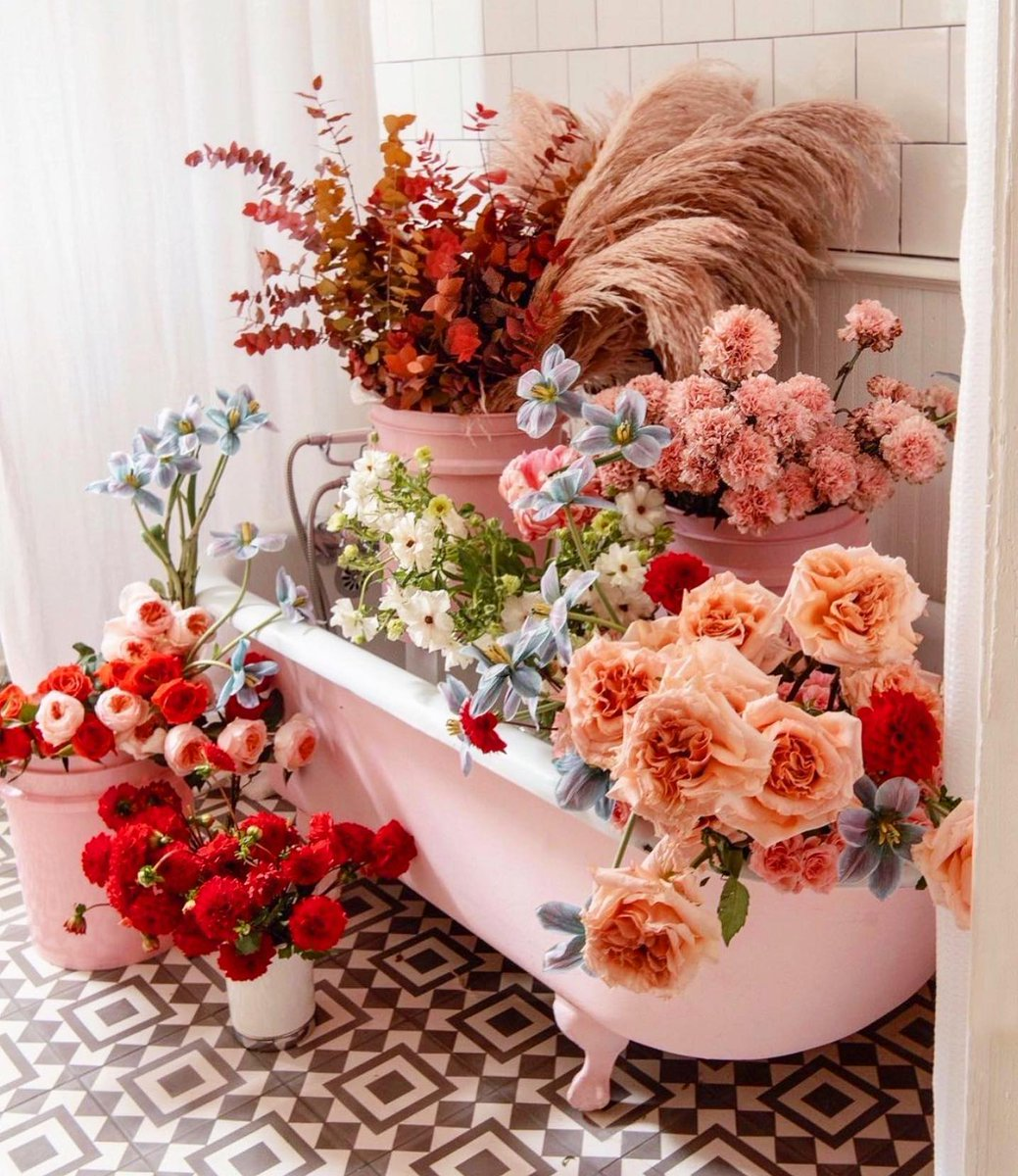 Happy Monday! We are in awe of this floral dream...✨🌷🌹💗 #budhagirl 📸 @acolorstory @eastolivia #inspo #floral #flowers #flower #MondayVibes #MondayMorning #mondaythoughts #MondayMood #happymonday #inspiration