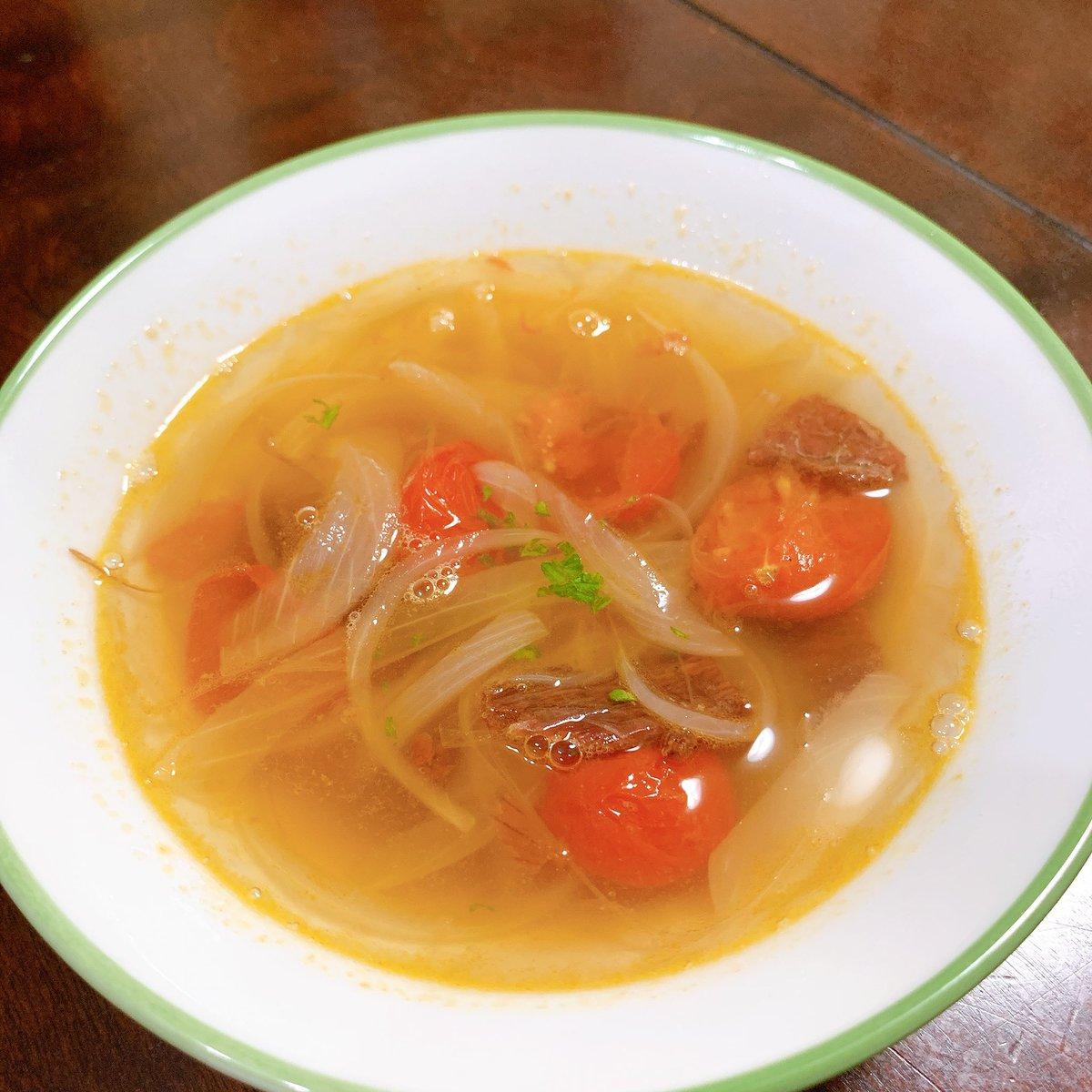 今日の迷料理「ビーフジャーキーのピリ辛スープ」〜作者の思い〜辛くて食べれなかったビーフジャーキーのリメイク。ビーフジャーキーの出汁を存分に絞り出した一品。なかなか美味かった作り方はこちら↓