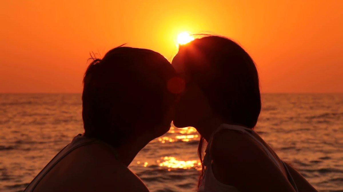 Estamos en plena temporada de verano y el amor nos drena por el cuerpo 🏖️🥰 Hoy en #Los15Mejores hablamos de #AmoresDeVerano 💘Sumate con el HT y contanos si lo tuviste? Si estás ahora en uno? Si se acaba de terminar? 💔Mandate con tu audio por MD de IG y te escuchamos al aire🔊