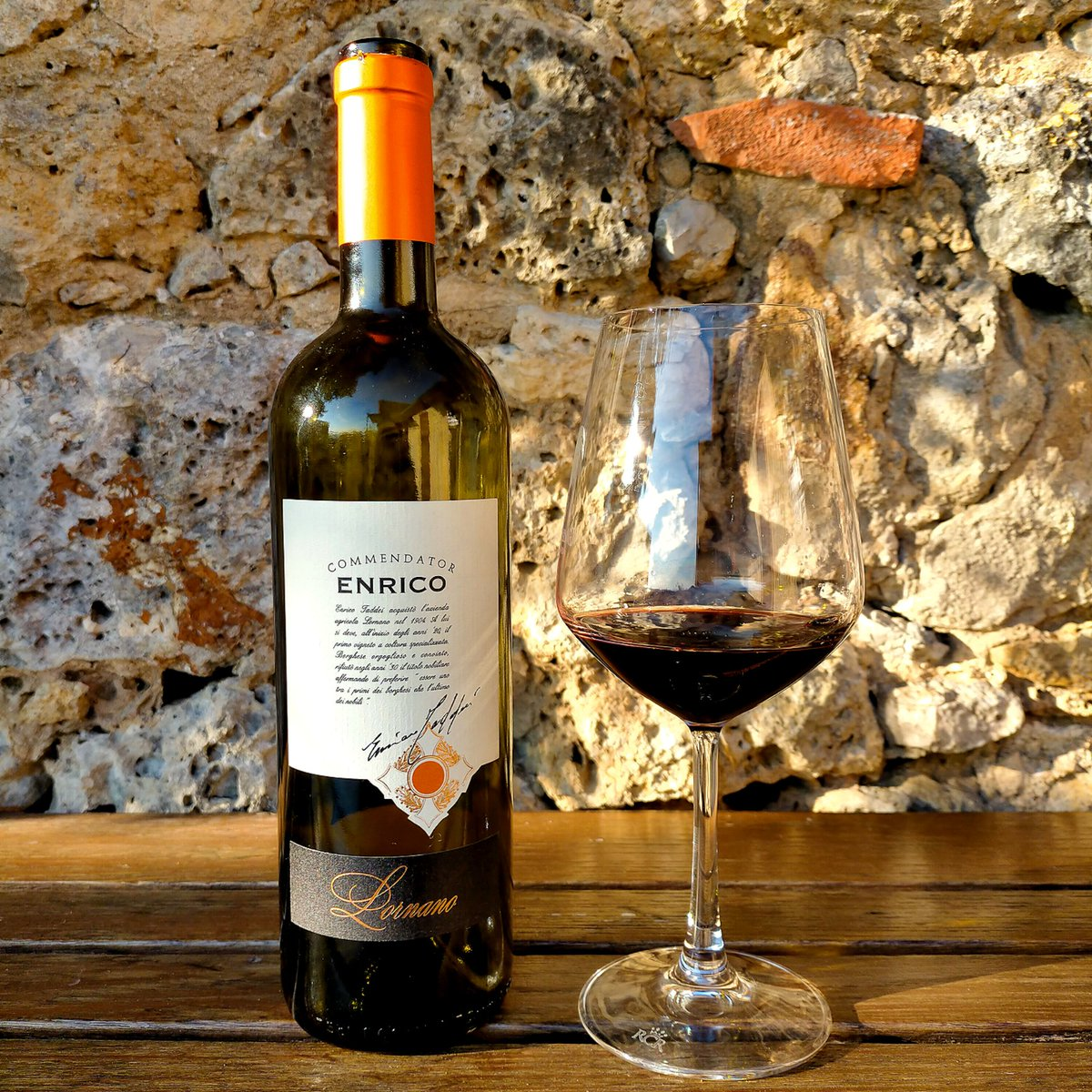 Let's turn the #BlueMonday in Red Monday!! Drink Lornano's wines and cheers! 🍷🍷 Find our products on the webshop   #lornanochianticlassico #lornano #chianticlassico #redmonday #redwine #glassofwine