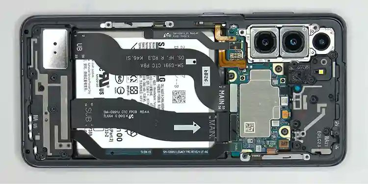 Blogger disassembled #SamsungGalaxyS21 and found a similar layout to #GalaxyS21  #GalaxyS20