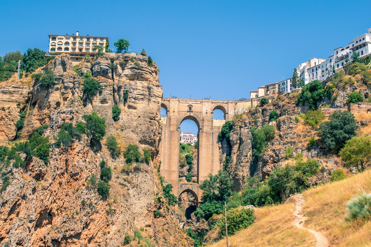 #ViveAndalucia | Ronda, Málaga, y Zahara de los Atunes, Cádiz, entre los pueblos más históricos de España  vía @elespanolcom #Malaga #Cadiz
