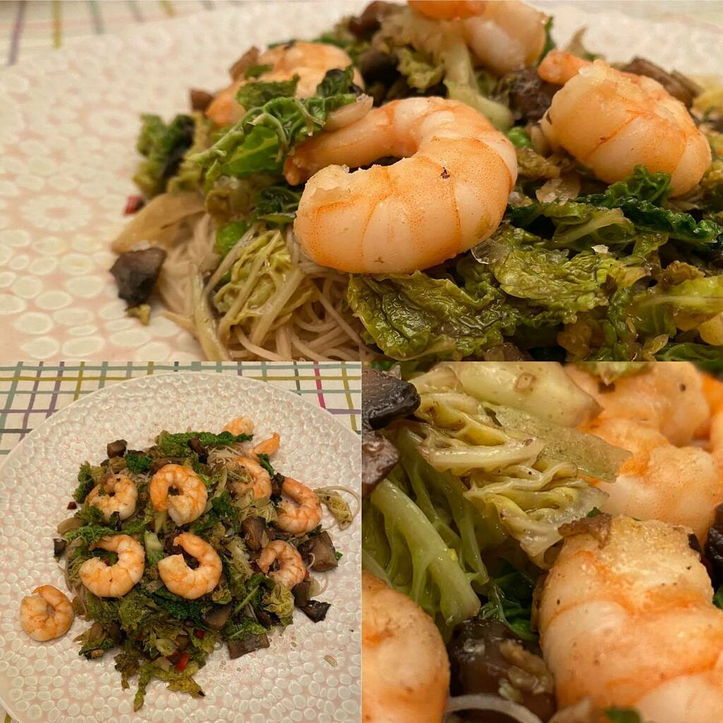 Prawns, mushrooms and Savoy cabbage with rice noodles #food #foodstagram #instafood #foodpic #foodpics #norwich #norwichfood #dinner #dinnertime