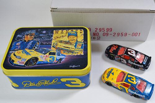 #DiecastForSale on DCR: $15.00 Dale Earnhardt, Sr. 2-Car Set in Tin: #3 GM Goodwrench & #3 Wrangler 1999 Chevy Monte Carlo    https://t.co/8HbayBhwxk  #daleearnhardtsr #nascar #diecast https://t.co/OyRcSFYTU8