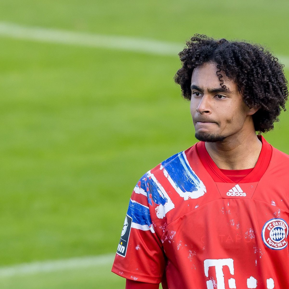 """According to @PipeSierraR: """"Talks between Everton and Bayern Múnich for the transfer of the Dutch striker Joshua Zirkzee advance. Everton have offered a loan, with a fee of €3m, and an obligation to buy of €10m. Bayern have asked for more."""" #EFC"""