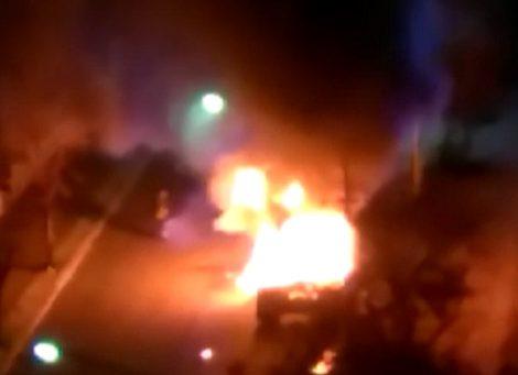 In fiamme un mezzo dell'esercito nella zona della Fiera, intervento dei pompieri (VIDEO) - https://t.co/fgJFL9c9qq #blogsicilianotizie