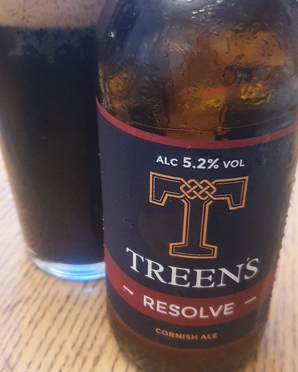@treensbrewery RESOLVE 5.2% Smooth silky velvet milk chocolate with an expresso twist and a light bitterness on the deep roasted finish. Deep hypnotising roast easing you into a trance as the light caramel warms and welcomes every sip..#dangerouslydrinkable  #TryJanuary #Cornish