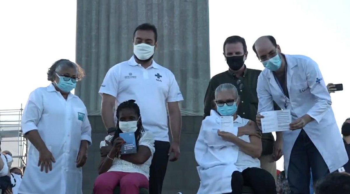 Aos pés do Cristo Redentor, primeira carioca é vacinada contra a Covid-19