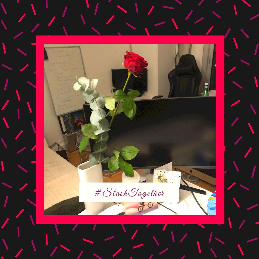 Chez les Slashers, les fleurs sont les bienvenues pour mettre un peu de gaité sur les bureaux. On garde la pêche et on travaille avec le sourire ! Merci !   #SlashTogether #MondayMotivation #MondayMood