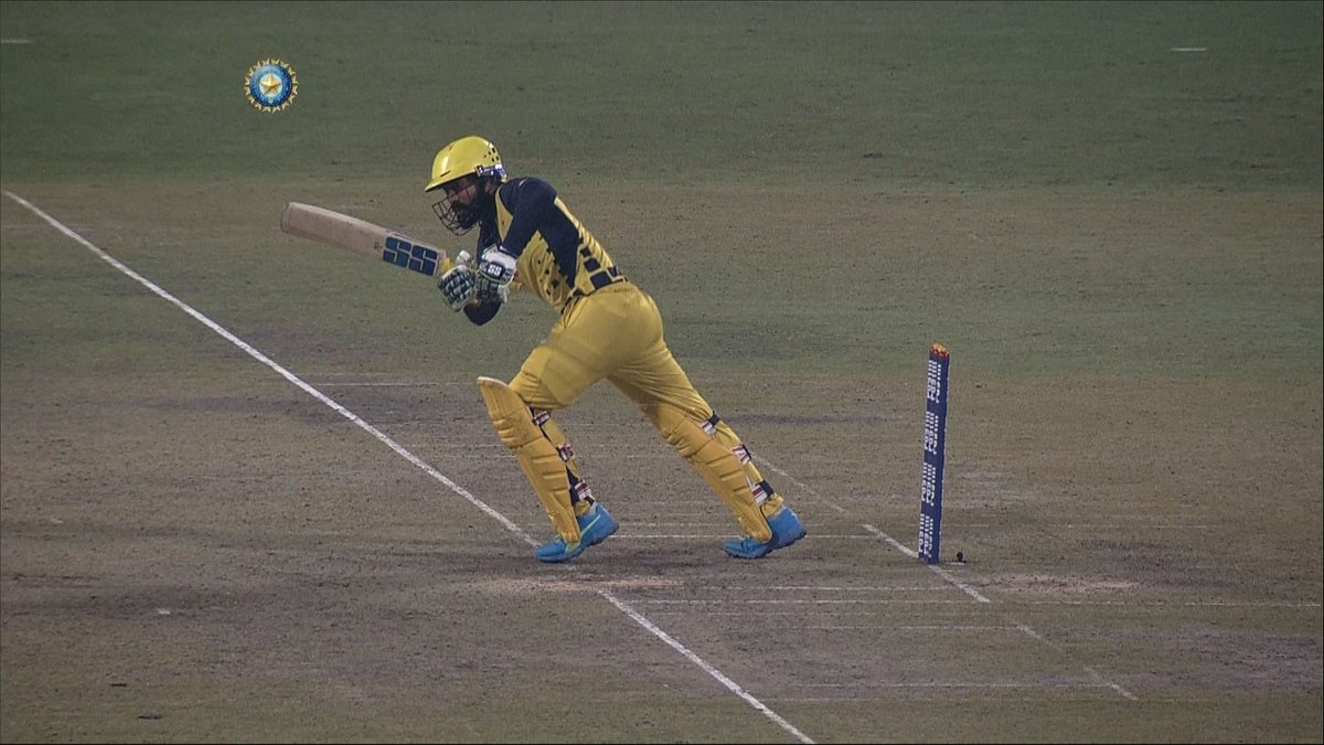 WATCH: Dinesh Karthik's 31-ball 47*-run cameo 👏👏  The Tamil Nadu skipper played a captain's knock and scored an unbeaten 47 with the help of 7 fours against Bengal.  👍👍 #TNvBEN #SyedMushtaqAliT20   Video of his innings 🎥👇
