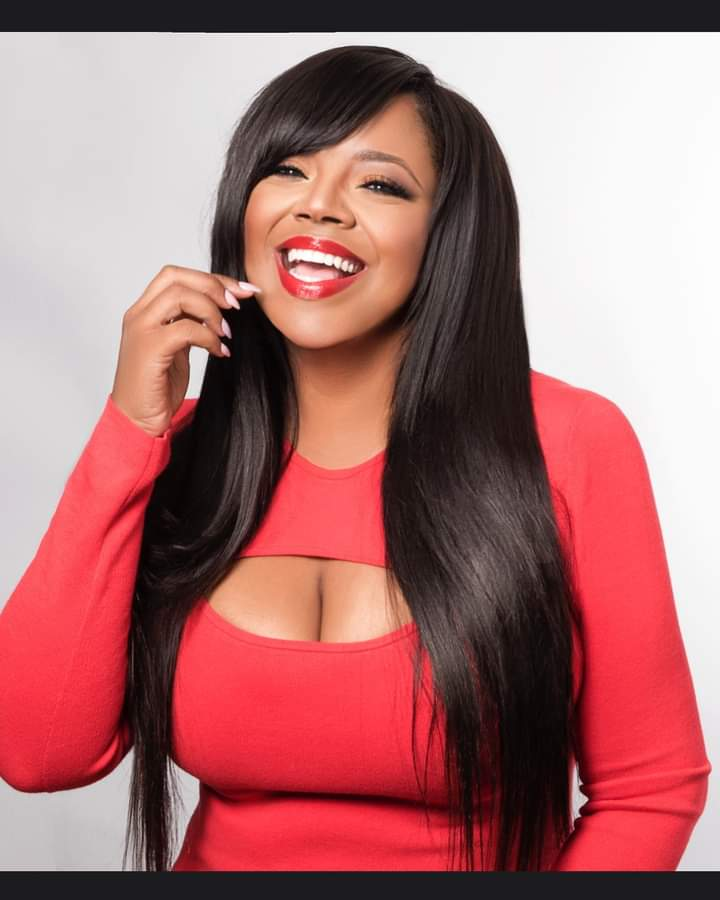 **IN THE KNOW ALERT**  Don't you just LOVE HER SMILE?! #Chicago & all others tune in tmrw to hear my intv w @Shaniceonline during the magazine's Entertainment segment!  10 am-12 pm CST Chicago-