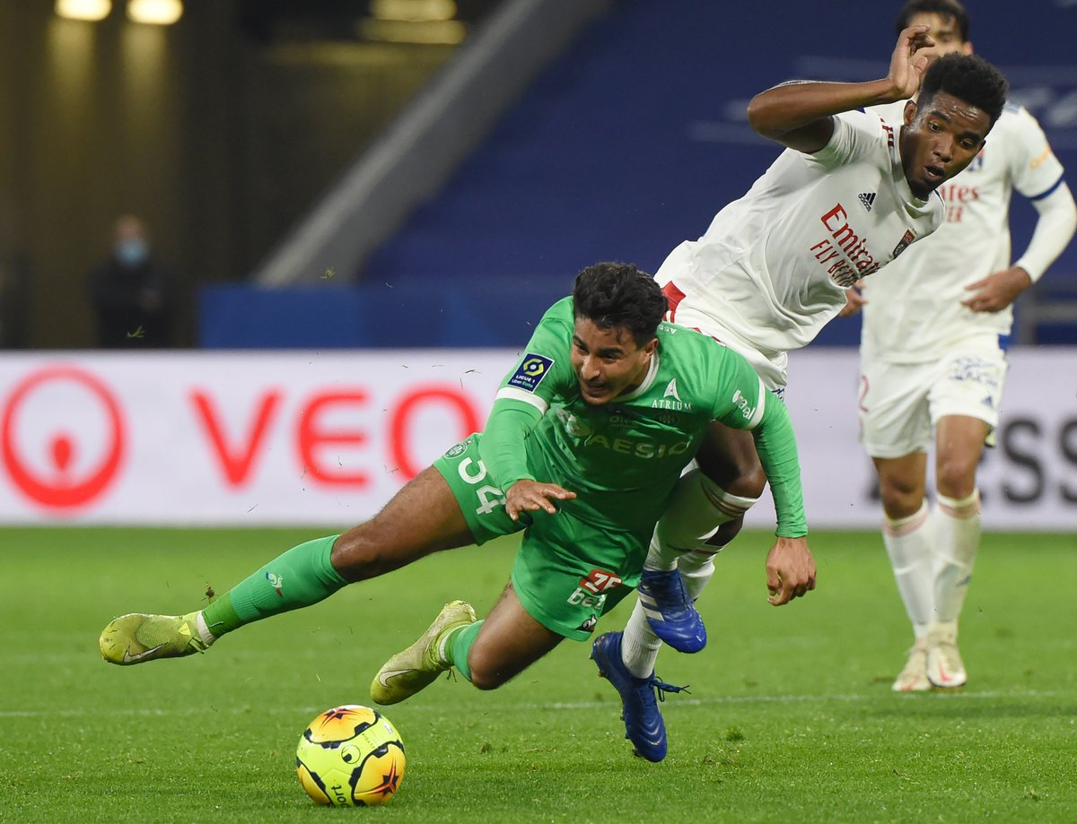 ASSE : le derby reporté ? https://t.co/nKoJ3nzNFH #ASSEOL #FBsport #Ligue1 #Covid19 https://t.co/opCYxQpqpH