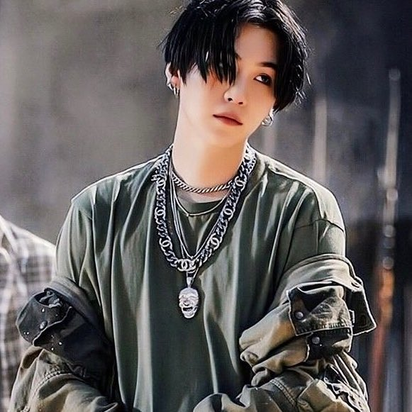 Replying to @ygsmoon: yoongi as levi ackerman; a thread bc im in love with both of them