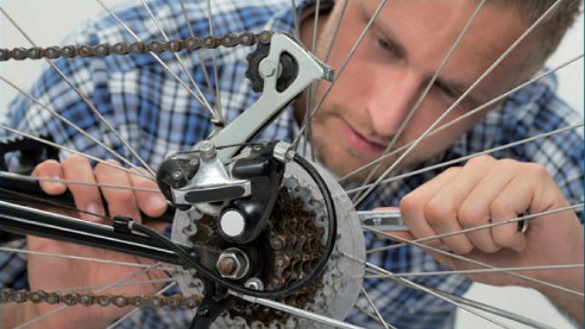 Cada vez más personas deciden usar la #bicicleta. Un colectivo en el que siguen aumentando los fallecidos en accidentes de tráfico. Valorar la importancia de la puesta a punto de la 🚲 y reciclarse en conocimientos para circular con ella aumentaría su seguridad. https://t.co/ON560wgNt2