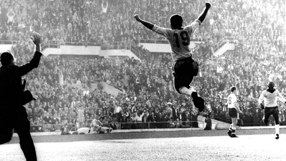 🔙 #OnThisDay in 2002 Vava passed away, aged 67, having made an indelible contribution to Brazilian football history. 'Steel Chest' was the first man to score in the Final of two #WorldCup tournaments, helping Brazil to back-to-back trophies 🏆🏆  🇧🇷 @CBF_Futebol