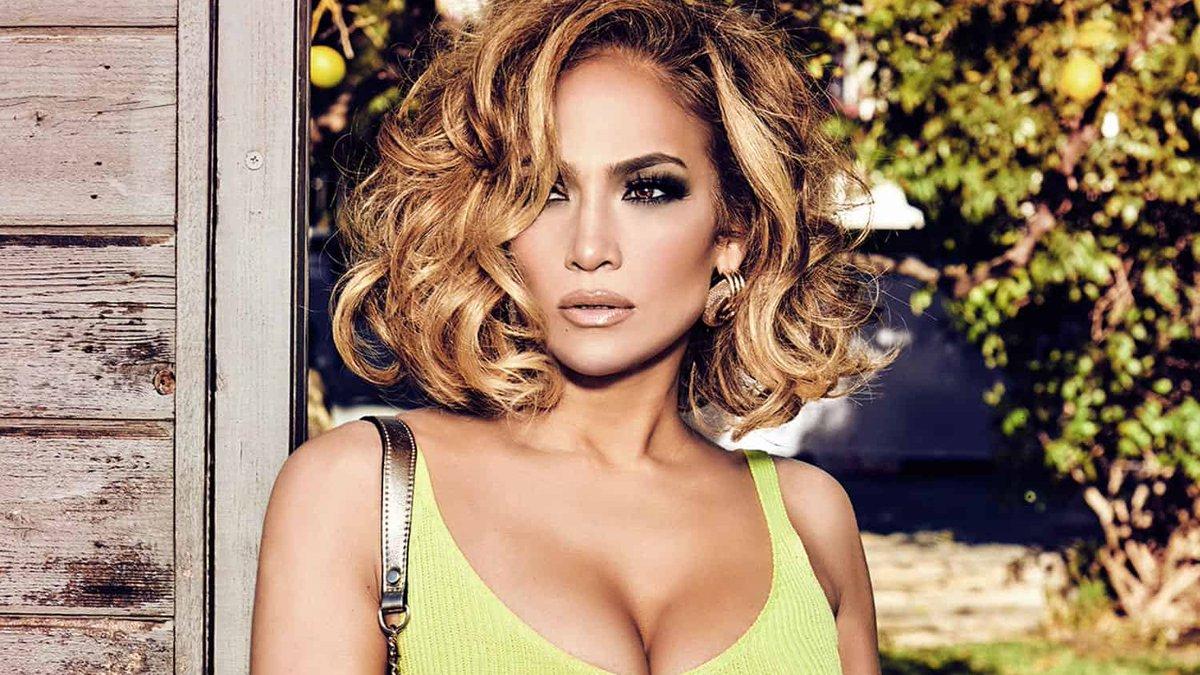 Pistolou! J-Lo responde internauta que a acusou de ter feito botox 💅 -->  | #JenniferLopez