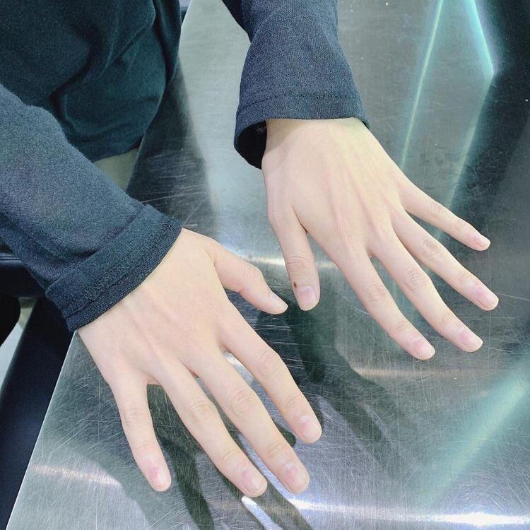 Pretty Hands :
