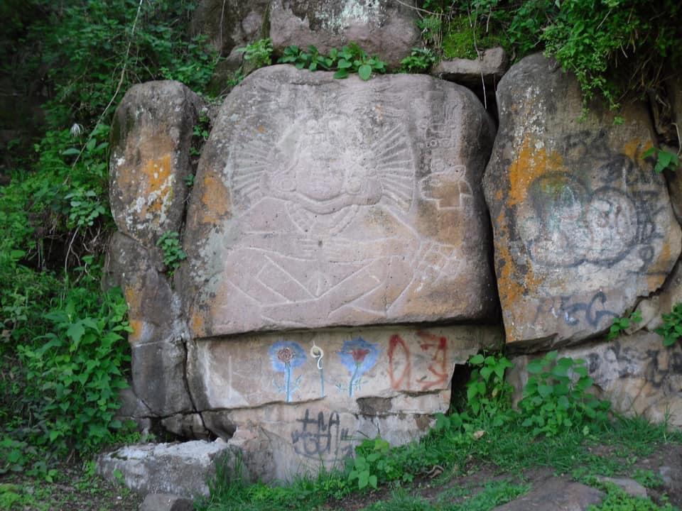 """#ArqueoVisuales  El petrograbado conocido como """"La Malinche"""", es un elemento identitario importante para la gente del pueblo de Tenancingo.  Conoce aquí su historia:   #TodosSomosCultura #cultura #patrimoniocultural #arte #arqueologia #historia"""