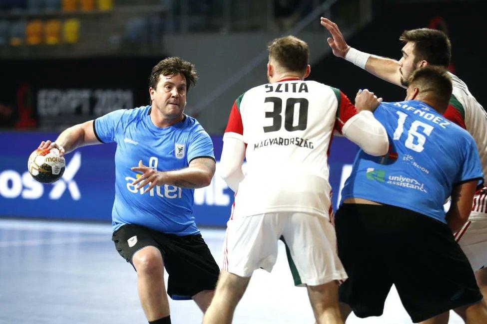 Uruguay 🇺🇾 se convirtió en el décimo equipo no europeo en alcanzar segunda ronda en un Mundial de #Handball:  - Corea del Sur (1986) - Egipto (1993) - Túnez (1995) - Cuba (1995) - Argelia (1995) - Japón (1997) - Brasil (1999) - Argentina (2001) - Qatar (2003) - URUGUAY (2021) 🇺🇾 https://t.co/XTKCkmoTAn