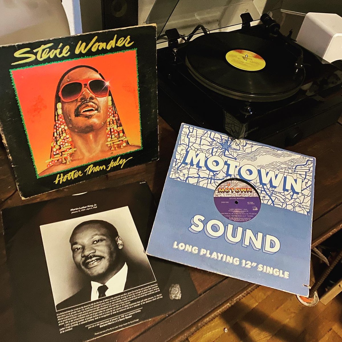 One of the best 12 singles ever and maybe the best Bday song ever written but a song with extra meaning off @StevieWonder last great album #HotterThanJuly A side of Bday is song B side is #mlk speeches record sleeve of July is SW demanding today be a holiday #MLKDay #StevieWonder
