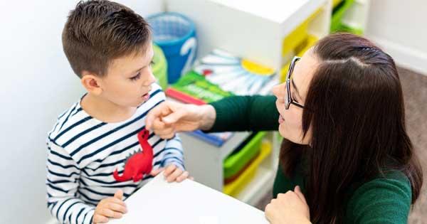 La audición y la inteligencia son normales en los niños con el síndrome de Landau-Kleffner. Entonces, ¿por qué les cuesta comunicarse? #Autismo