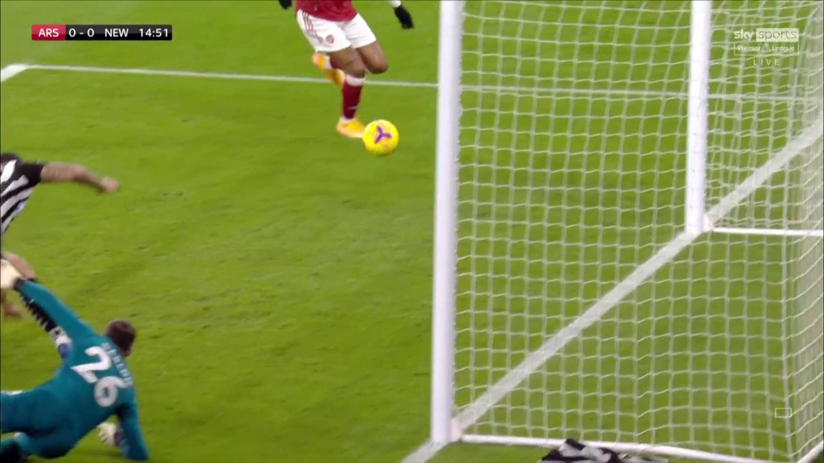 WHAT A CHANCE 😲  Pierre-Emerick Aubameyang seems to have an open goal but hits the post  📺 Watch on Sky Sports PL 📱 Follow #ARSNEW here:  📲 Download the @SkySports app!