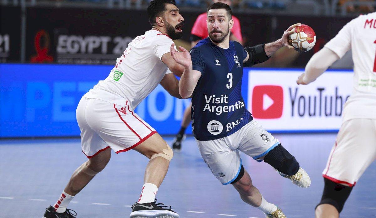 https://t.co/QwXqUMdbKi  Argentina se metió en la segunda ronda del Mundial de Handball Egipto 2021 tras derrotar a Bahrein por 24 a 21.  Los Gladiadores ahora se medirán este martes frente a la selección candidata al título, Dinamarca, por la última fecha del Gurpo D.  E... https://t.co/sbnznb9LEr