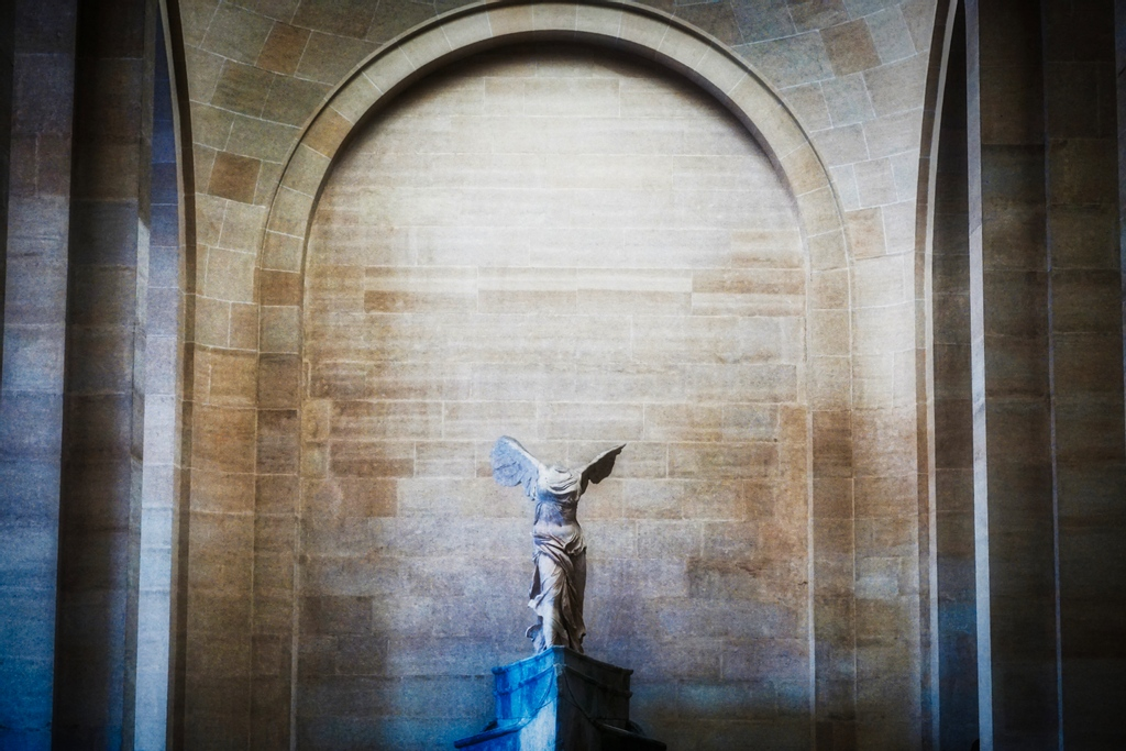 The Winged Victory of Samothrace, the marble Hellenistic sculpture of Nike (the Greek goddess of victory) was easily one of my favorite things to see in the Louvre! #paris #france #louvre #travel #wanderlust #traveling #photography #museedulouvre #nike #victoiredesamothrace