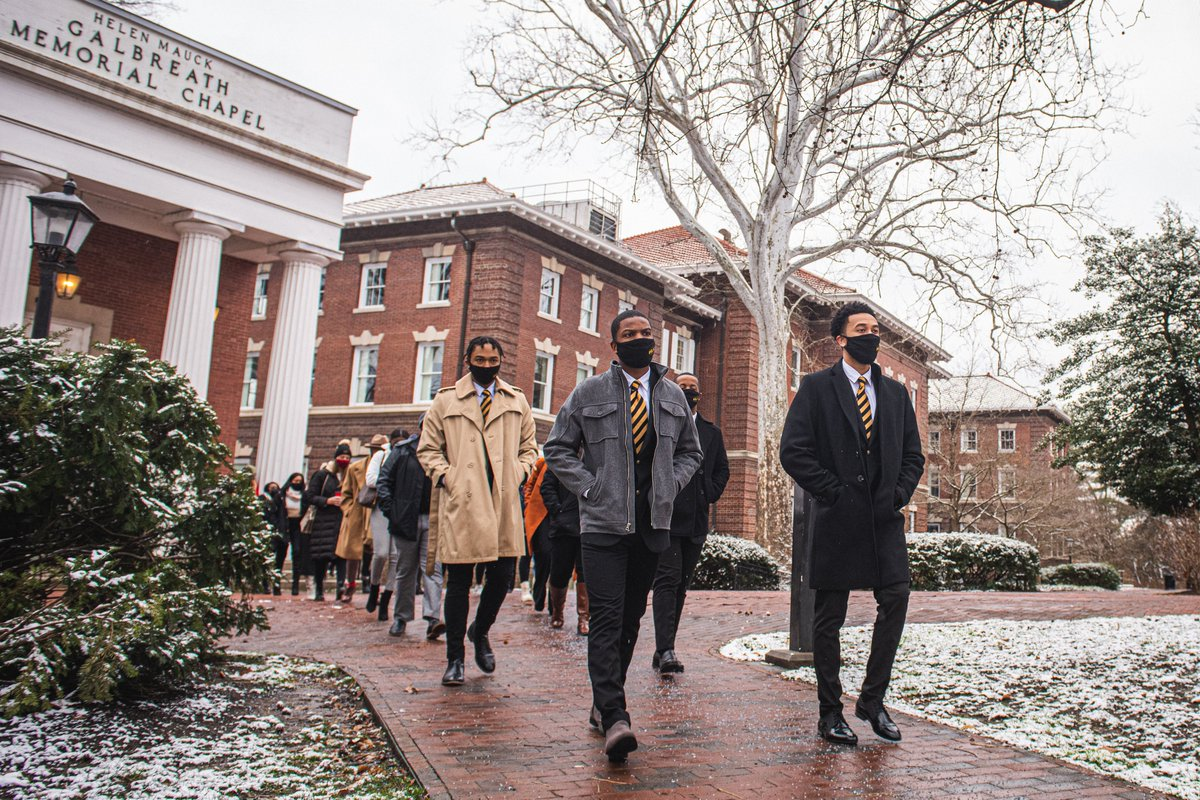 Today, we kicked off the 2021 Dr. Martin Luther King Jr. celebration week at OHIO with a socially-distanced Silent March through College Green and a Drive-In Brunch at Peden Stadium. 💚  #MLKDay  ➡️ https://t.co/ZJncjAxOt7 https://t.co/ac6HRpzN3z