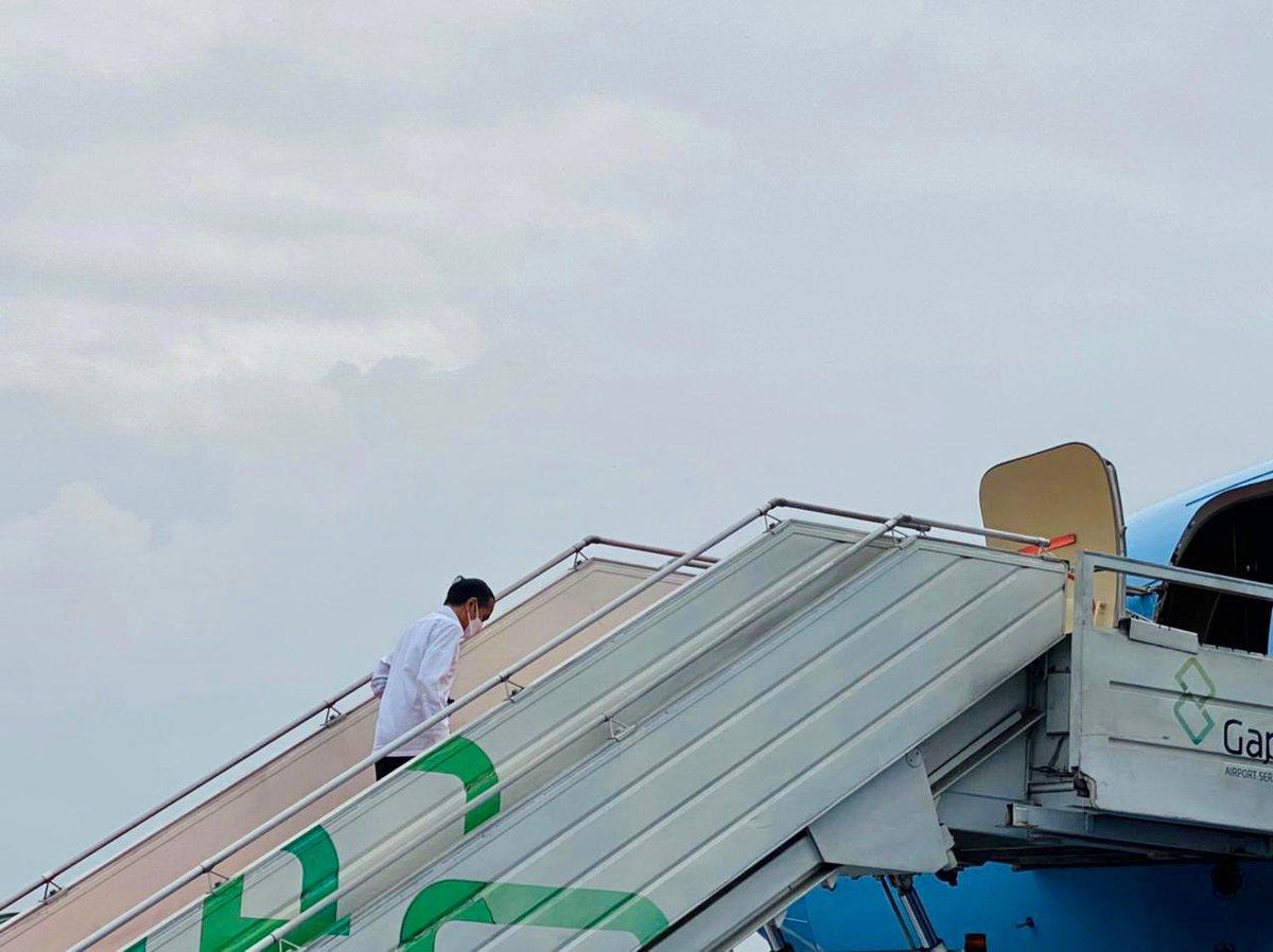 Saya bertolak dari Pangkalan TNI AU Halim Perdanakusuma pagi ini menuju Sulawesi Barat yang diguncang gempa bumi beberapa hari lalu.   Bersama rombongan terbatas, di antaranya Menteri PUPR, saya hendak memantau penanganan dampak bencana di Mamuju dan Majene.