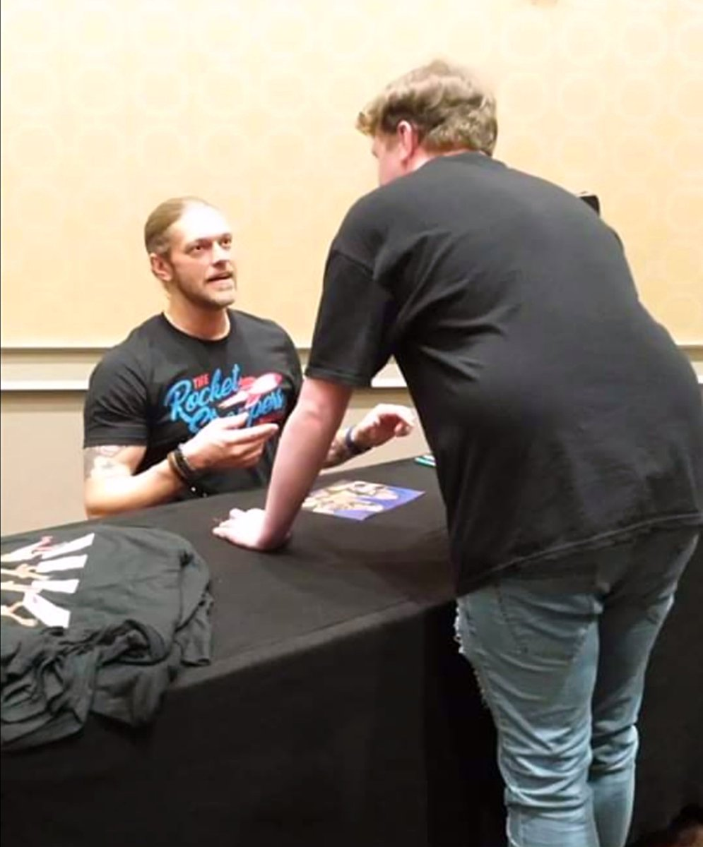 Having the chats with #WWE Hall of Famer and one of the best ever @EdgeRatedR at @wrestlecon in 2018  #edge #WWERaw #wwesmackdown #wrestling #Wrestlecon #ComicCon #convention #meetandgreet #WrestlingCommunity #Haven #Vikings #Wexford #Ireland