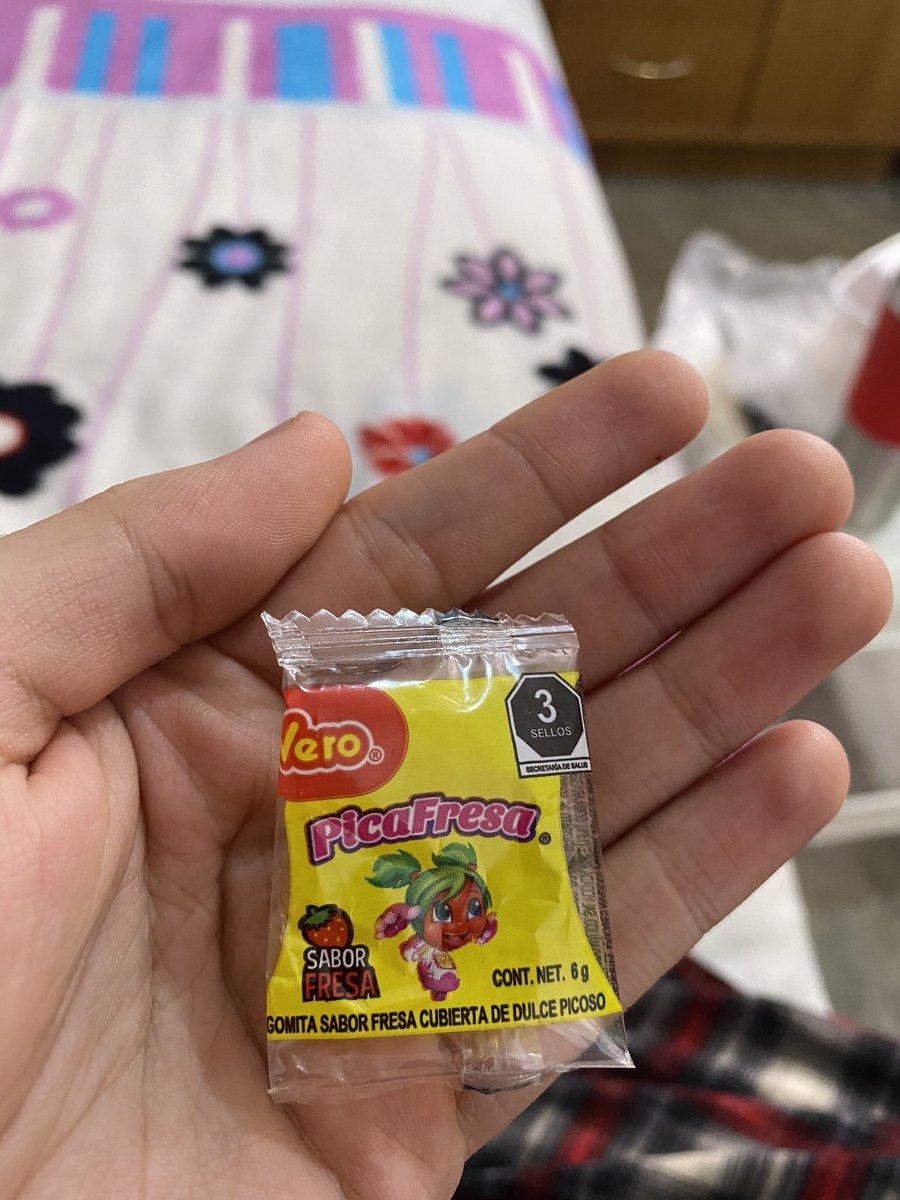 MaisterGnW - Me acabo de comprar una PicaFresa que está completamente sellada pero no trae NADA adentro. No viene el dulce, es la pura bolsa con aire WTFFF