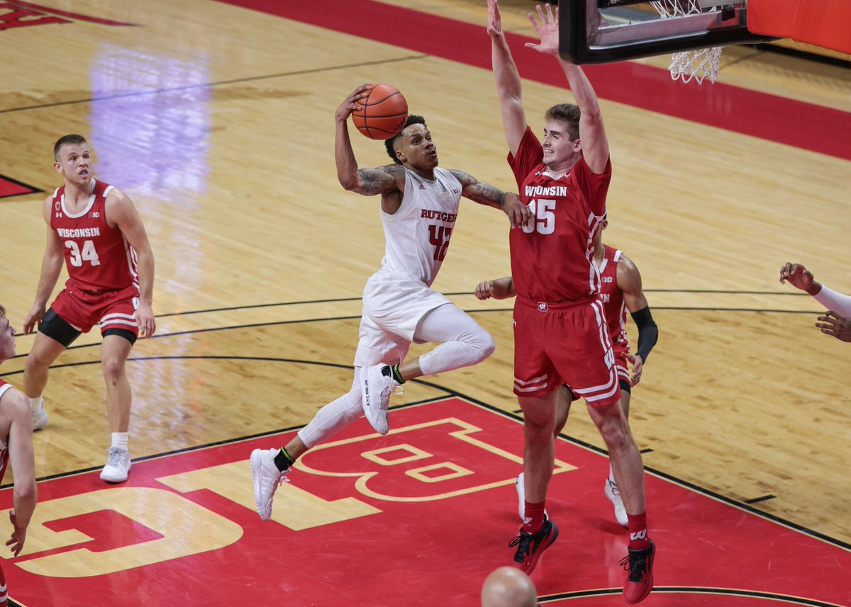 Bucky's 5th Podcast, ep. 220: Badger basketball bounces back, Wisconsin football gets more big decisions  Apple:  Spotify: