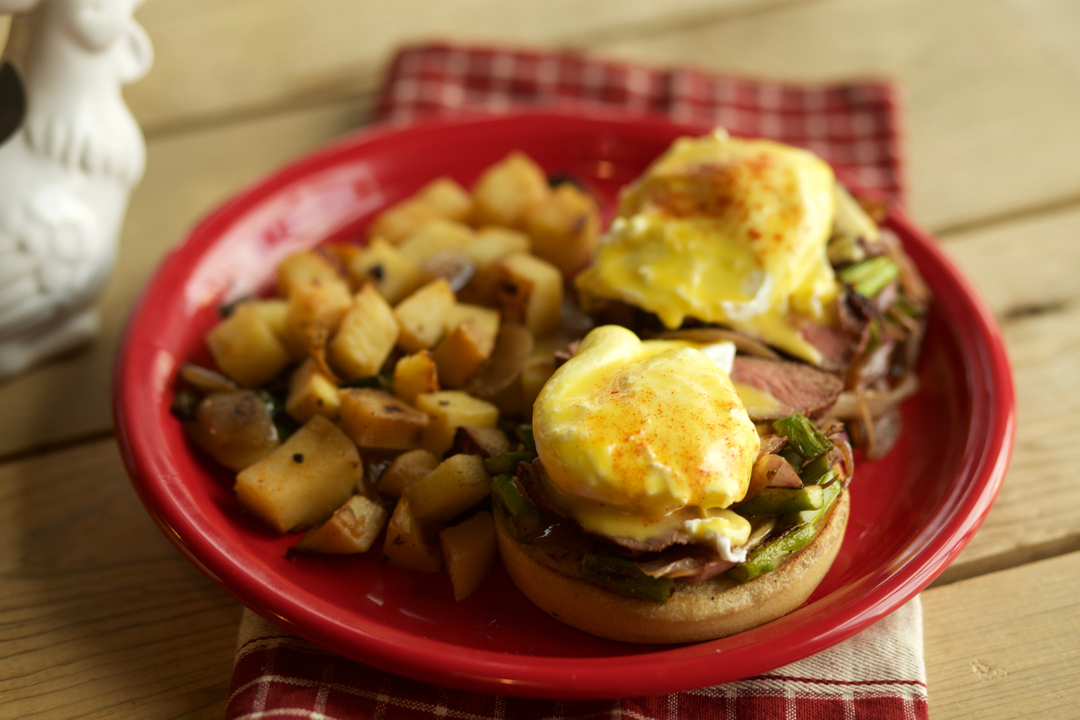 Ain't she pretty??? The Steak Bene has Top Sirloin Steak, asparagus and grilled red onion topped with two fresh poached eggs and house made hollandaise! • • • • • • #womenowned #droolclub #wetryitordiet #foodienation #instafood #forkyeah #reno #renomidtown #renofoodie
