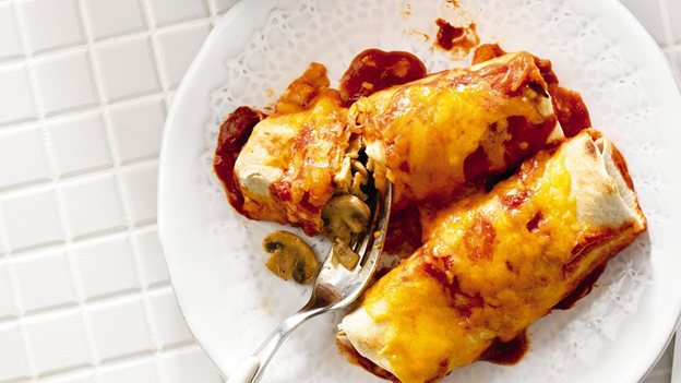 #OntarioChicken is high-quality, nutritious & above all, delicious. Be sure to pick some up when grocery shopping and find your chicken dinner inspiration for tonight by visiting @FoodlandOnt 's recipes page at ontario.ca/foodland/recip…. Pictured: chicken & mushroom enchiladas.