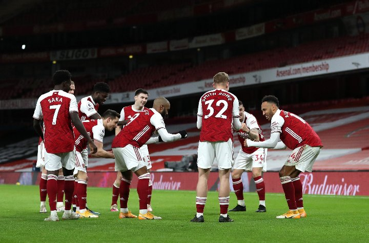 Sweet celebration from the Gunners. It's just unfair that when @Arsenal wins a game, Xhaka is great but when the loses #Xhaka is shit #COYG #Arsenal #ARSNEW @AFTVMedia #aubameyang