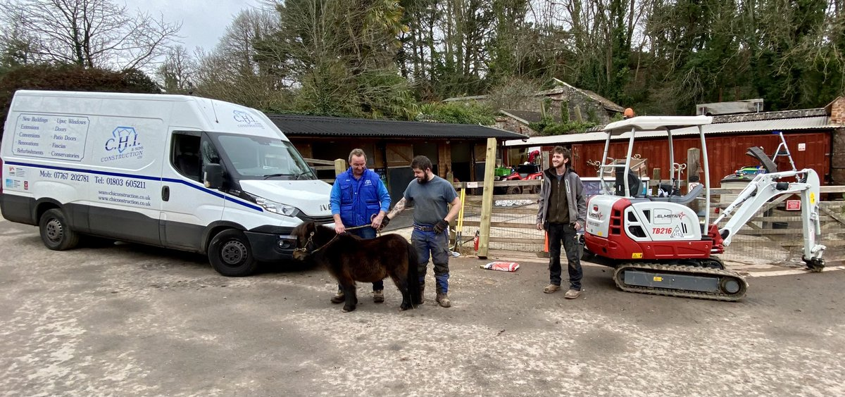 SOS fencing was about to come down local company to the Rescue, C M Agricultural & Arboricultural Services x @Torbay_Hour @Devon_Hour @BoostPositNews @torquayjim @shetlandbook @aponyhour @AlanD_TDA @SteveParrock @cllrsdarling @darrencowell #kindness #help #goodsamaritan #pony