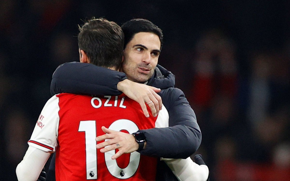 🗣Arteta sur Özil :  «Mesut est en Turquie, il subit un examen médical qui doit être terminé maintenant. Ses qualités nous manqueront.  C'est un joueur très spécial qui a eu une très grande histoire ici à Arsenal.»  🔴⚪️ #ARSNEW #COYG #AFC